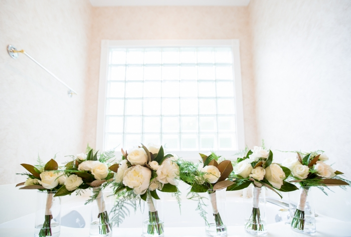 Rankin Gardens and Atrium White and Green Bouquets Wedding Photo | www.hannahandrandall.com