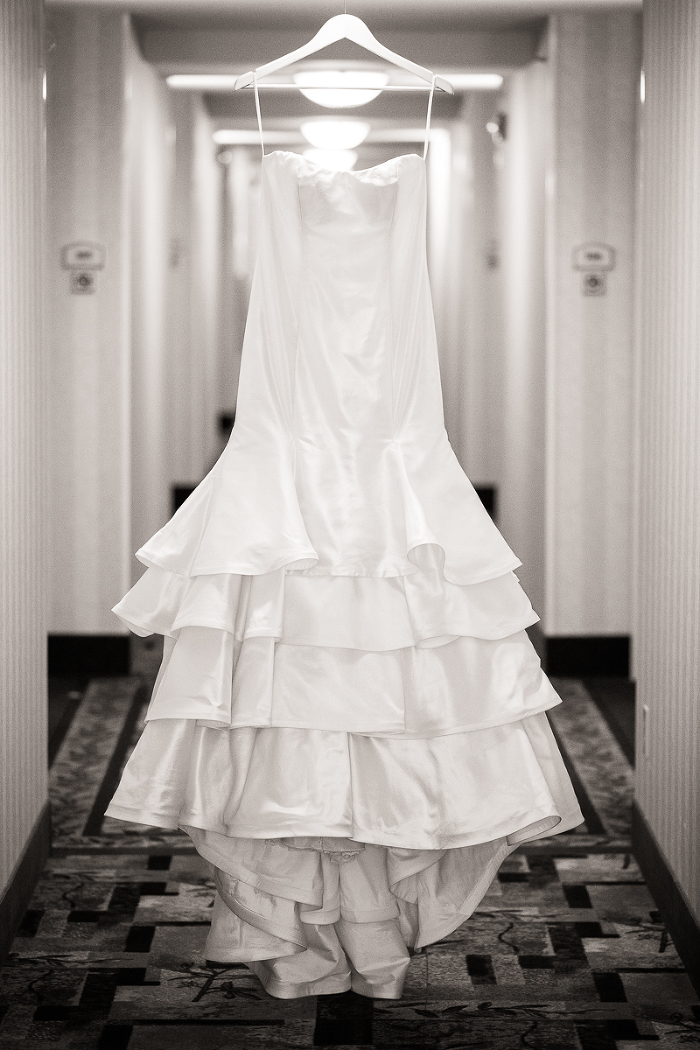 Hilton Gardens Inn Columbus Georgia White Wedding Dress Photo | www.hannahandrandall.com