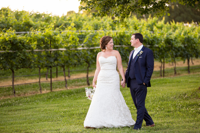 Montaluche Winery and Estates Loving Bride and Groom Wedding Photo | www.hannahandrandall.com
