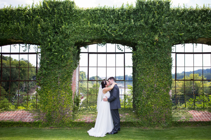 Rivermill Event Centre Columbus Georgia Romantic Wedding Kiss With Ivy Wall | www.hannahandrandall.com